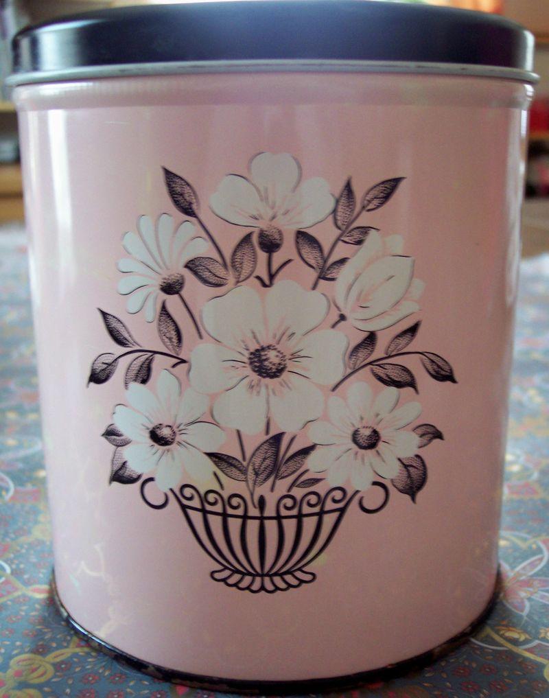 Vintage tin pink