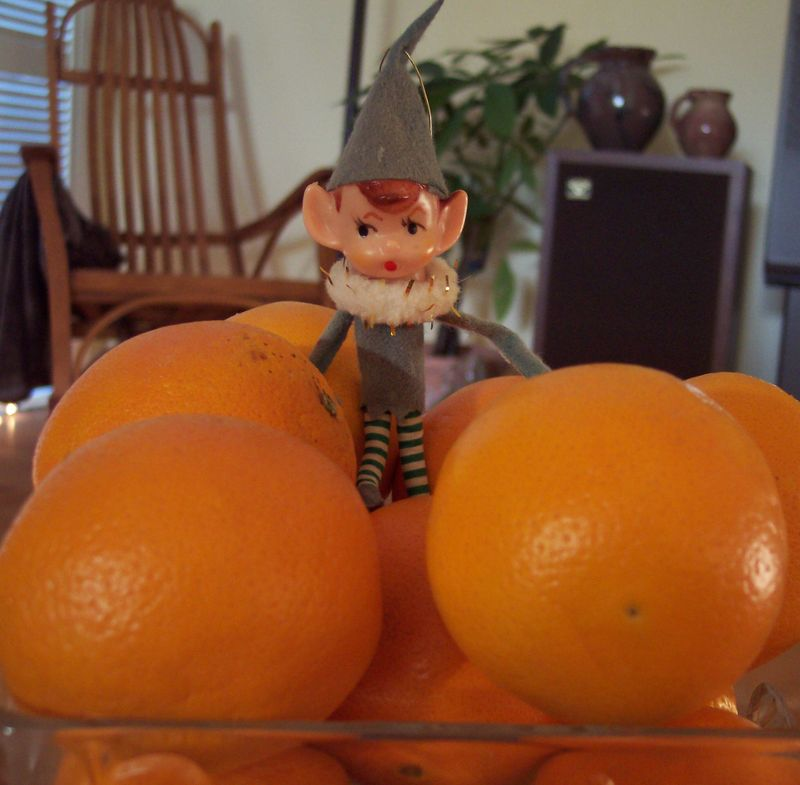 Elf_and_oranges