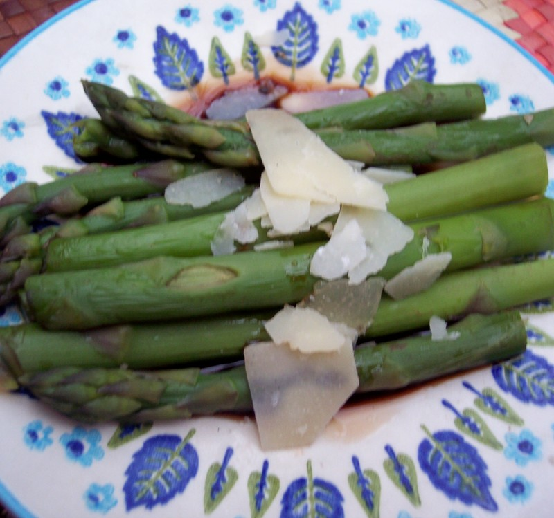Campfire_steamed_asparagus_with_25_